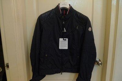優惠16880法國頂級 moncler LOGO 深藍色風衣外套~  3 號