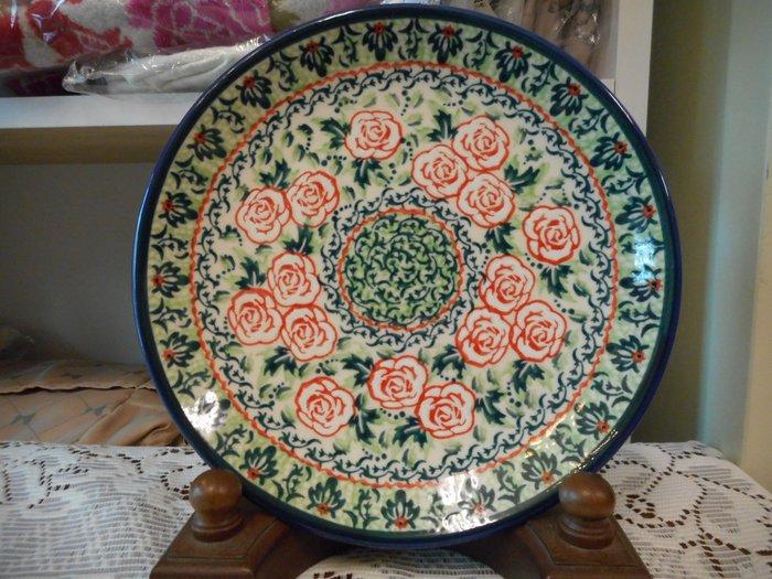 ~~凡爾賽生活精品~~全新波蘭進口彩繪綠底紅色玫瑰花造型圓形餐盤.水果盤.點心盤