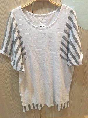 小花別針、百貨專櫃【 GOZO】白色寬鬆上衣