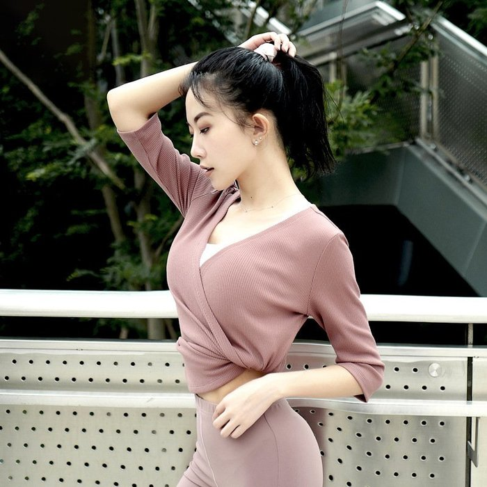 【路依坊】女生運動V領七分袖運動上衣 顯瘦 瑜珈服 排汗速乾 跑步 健身訓練上衣 慢跑上衣 哪裡買 推薦 A8373