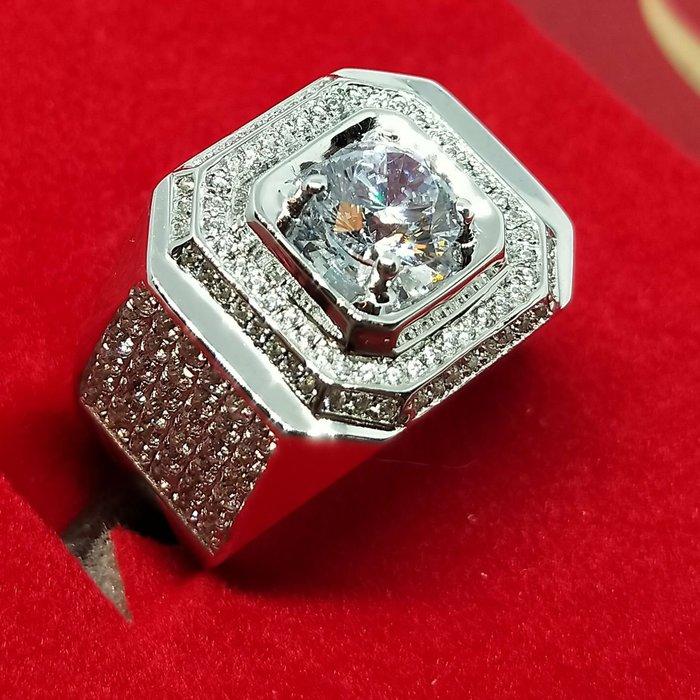 莫桑鑽寶1克拉小滿天星925純銀鍍鉑金指環鑲嵌極光活彩高碳鑽男款戒指實驗室鑽石媲美真鑽珠寶鉑金質感不退色ZB鑽寶年終出清