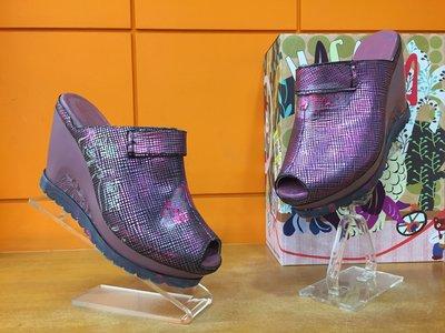 【阿典鞋店】**出清品**Macanna**麥坎納專櫃~托勒密七世系列~全新炫彩壓紋黃牛皮+羊皮氣墊鞋60027R