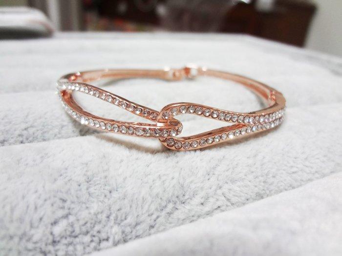 【Love Trina】8188-0216 金色雙扭結亮鑽點綴扣式手環。扣式手鍊-(金色)