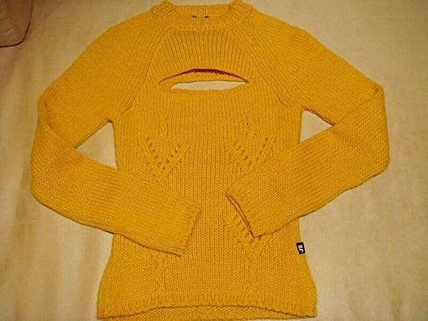 降價大出清!全新名牌 J S EXTE 義大利製,義大利進口毛衣,很美的黃色!原價將近八千!低價起標無底價!本商品免運!
