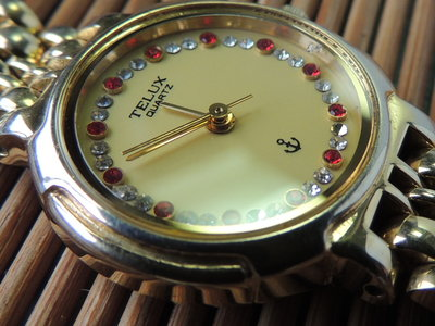 TELUX 鑲鑽三針金錶