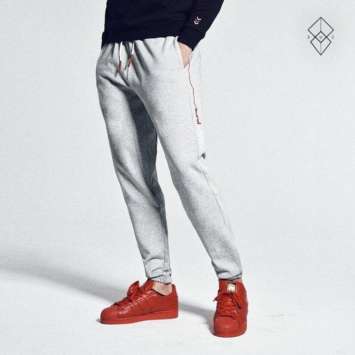 【OTOKO Men's Boutique】固制:側邊流線LOGO針織純棉長褲/灰色(台灣獨家代理)
