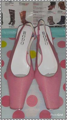 ☆甜甜妞妞小舖 ☆ 專櫃真品  RODO  粉紅布 義大利女鞋--中跟方頭涼鞋--37.5號