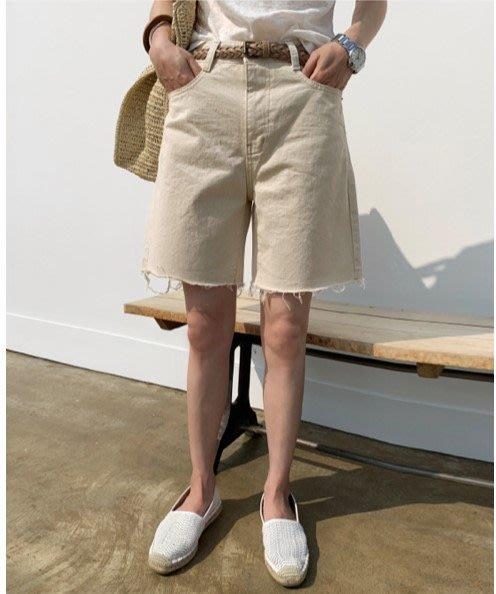 美麗喵。現貨 M。正韓 韓國製  褲腳不車邊設計 挺版時尚五分褲