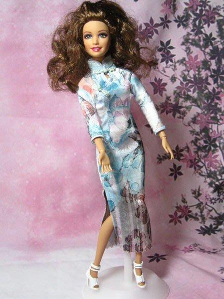 愛卡的玩具屋 可兒.芭比.珍妮娃娃可穿 -純手工制作夢幻淺藍花紋長袖長旗袍