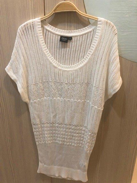 小花別針、設計師專櫃品牌【IROO 】針織長版白色上衣