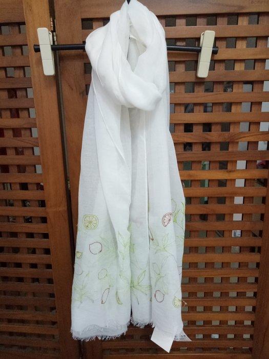 天使熊雜貨小舖~日本帶回刺繡圍巾  披肩   全新現貨