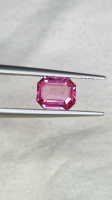天然缅甸無燒热粉色尖晶石 0.7ct