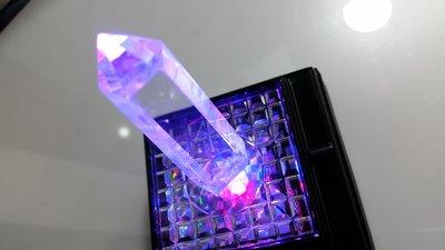 幸運星  七彩LED天然水晶發光發亮底座 超亮彩紅色便宜 出清  鈦晶紫晶水晶 玉石手排戒指項鍊項墜 球柱 晶洞木座底座