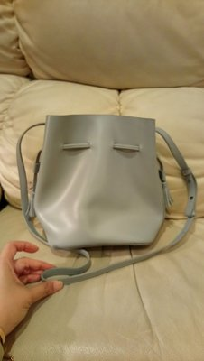 灰色仿皮肩背斜背水桶包