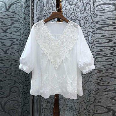 《巴黎拜金女》鏤空V領純色寬鬆上衣