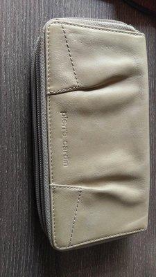 全新法國品牌 Pierre Cardin 米黃真皮女長皮夾/手拿包,裡/外均為真皮革。多功能及多夾層,有18個卡夾、筆夾、證件夾等Tory  LV coach