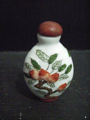 【瑪麗小舖】精緻瓷器鼻煙壺*桃樹*(((重約32公克)))~特價出清,1元起標不流標