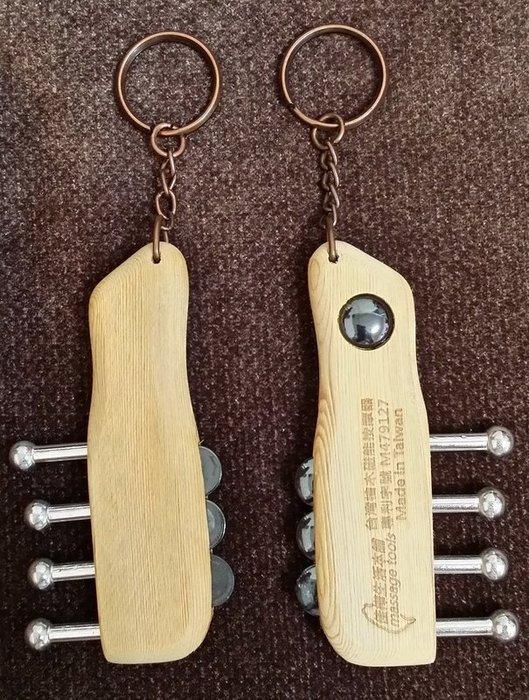 【佳樺生活本舖】台灣檜木磁能按摩器專利鑰匙圈(HM6)工廠直營磁石按摩刮痧器批發 //無痕刮痧器推拿器批發