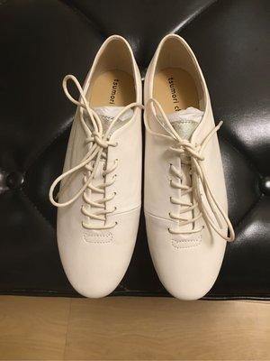 今年款式小白鞋