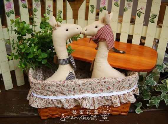 附蓋籐籃--日本鄉村風ZAKKA雜貨花花棉布蕾絲裝飾有蓋籐籃/野餐籃/收納籃--秘密花園