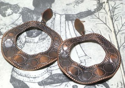 Change Fashion【歐美進口】古紅銅波浪造型不規則立體設計復古雕花圓形鏤空耳環498319-1296