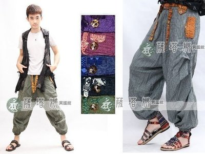 @~薩谷娜民族風 : 獨家泰製_男女可_咖/綠/黑/深藍_椰殼釦側邊壓摺_橫紋麻料燈籠褲