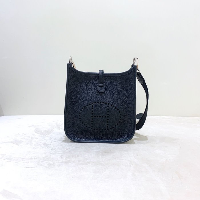 Hermes mini Evelyn 89 斜背包 《精品女王全新&二手》