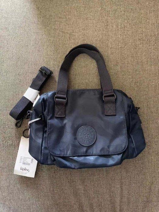 凱莉代購 Kipling K10102 迷彩深藍 三用 輕便 手提包 斜挎包  限量 預購