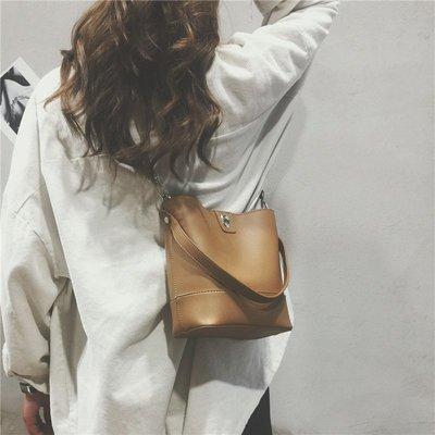單肩包 斜跨包 手機包 正韓 百搭 新品小包包女新款超火潮韓版百搭手提水桶包單肩包斜挎包