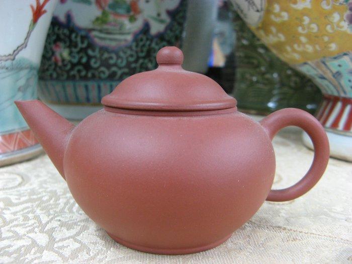 《藏寶閣》22667《早期紅泥標準壺.單孔.150cc》中國宜興庚午年製....@1500元