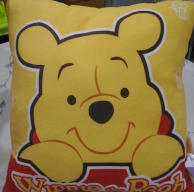 全新正 版小熊維尼 抱枕 靠枕 午安枕 生日禮物 情人節禮物