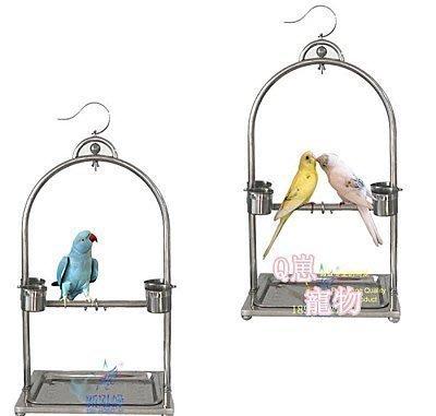 新款不銹鋼鸚鵡站架 鳥架 鳥籠 亞歷牡丹中小型鸚鵡架 掛立兩用$$