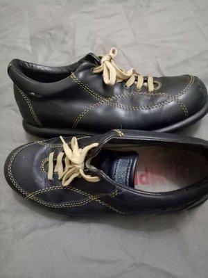 camper. size36內長23鞋口有使用痕跡及邊塑膠LO GO掉不介意在下標(櫃邊盒下)