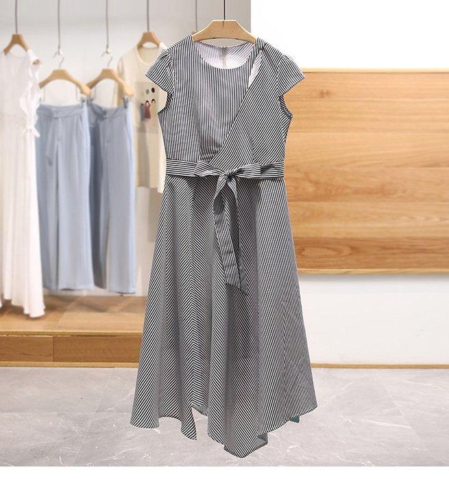 【木風小舖】小心機開洞 條紋綁帶不規則下擺洋裝*深藍
