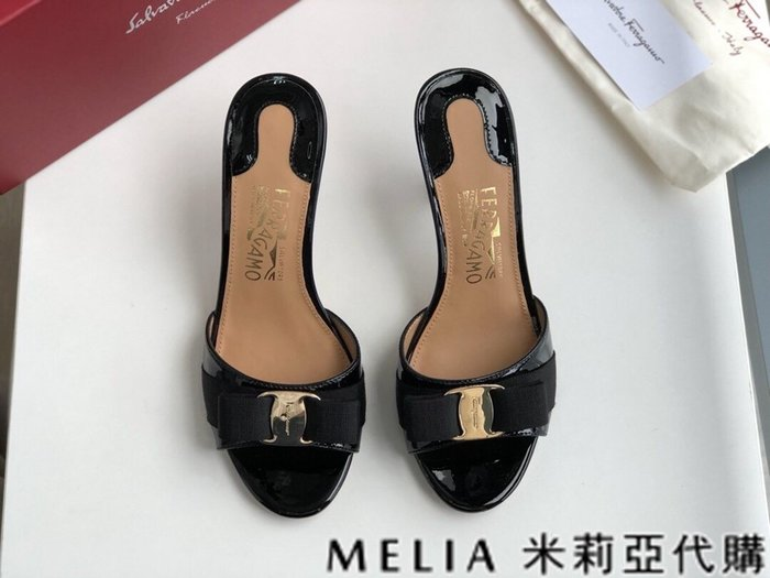 Melia 米莉亞代購 歐美精品女鞋 商城特價 SALVATORE FERRAGAMO 高跟拖鞋 金扣蝴蝶結設計 黑色