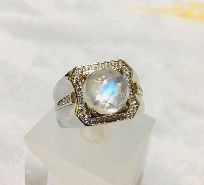 珍奇翡翠珠寶首飾-天然超高品質月光石4.75克拉,超強藍暈,透光美豔,搭配手工設計銀白 k金霸氣男戒,戒圍16