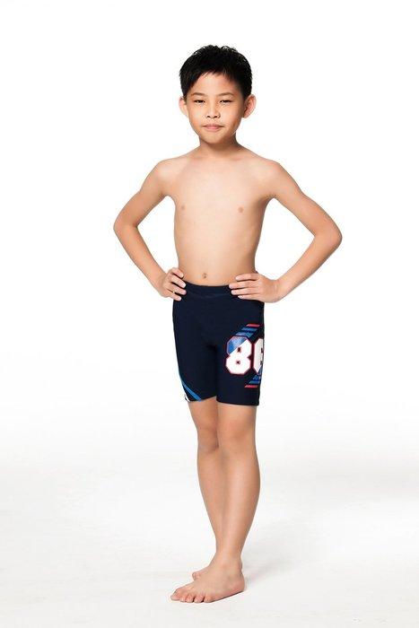 【  APPLE   】蘋果牌泳裝降價↘特賣~男童膠印86藍白配條馬褲 NO.106211