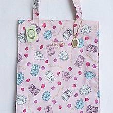(QQ) 購自日本 日版 Laduree 粉紅色底 茶壼 馬卡龍 茶杯 macaron罐 超輕 手挽袋 連 金色 Laduree 吊飾 包 Vivienne