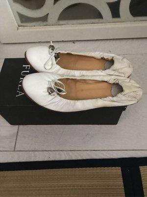 已售出~正品二手FURLA 白色平底娃娃鞋,37號 ~~已售出~~