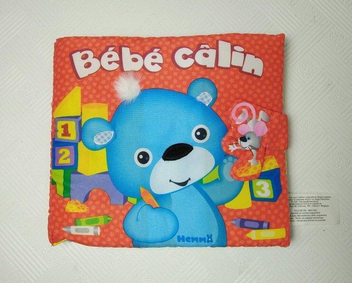 ☆奇奇娃娃屋(CBA)☆softplay品牌,小熊的一天,立體觸覺布書布書(多頁立體可翻翻)~250元