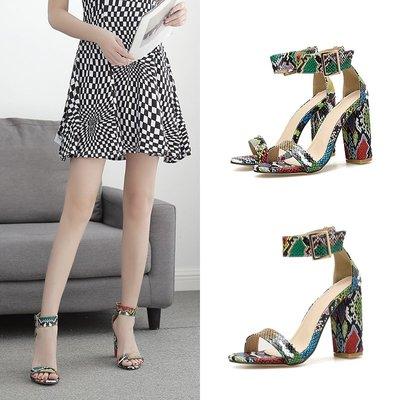 世界購 羅馬涼鞋  粗跟復古彩色蛇紋一字帶高跟涼鞋  性感淺口11CM魚嘴鞋  41碼