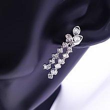 【D-W 香港鑽石世界】全新18K白金 流蘇設計時尚鑽石耳環配件--001426-68