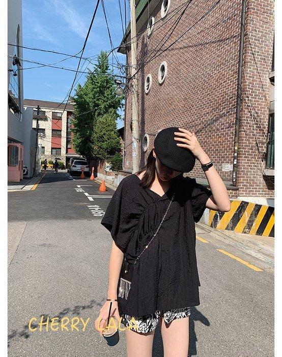 CHERRY LALA 韓。實拍。19夏。天絲棉V領短袖寬鬆娃娃衫上衣-黑/藍  JX07012