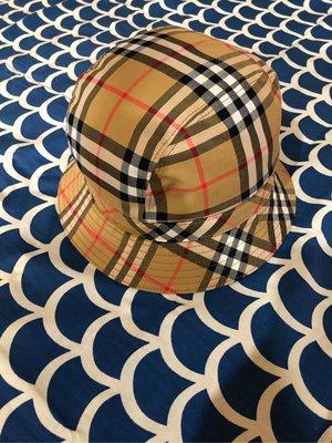 Burberry 漁夫帽 售出