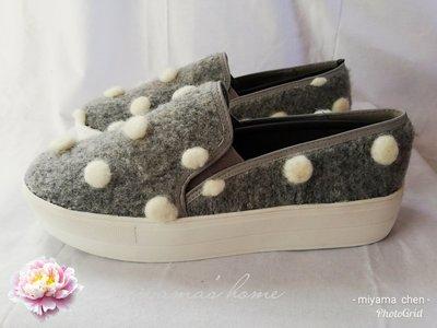 Something Borrowed灰色白球球平底包鞋40號(SW0054)