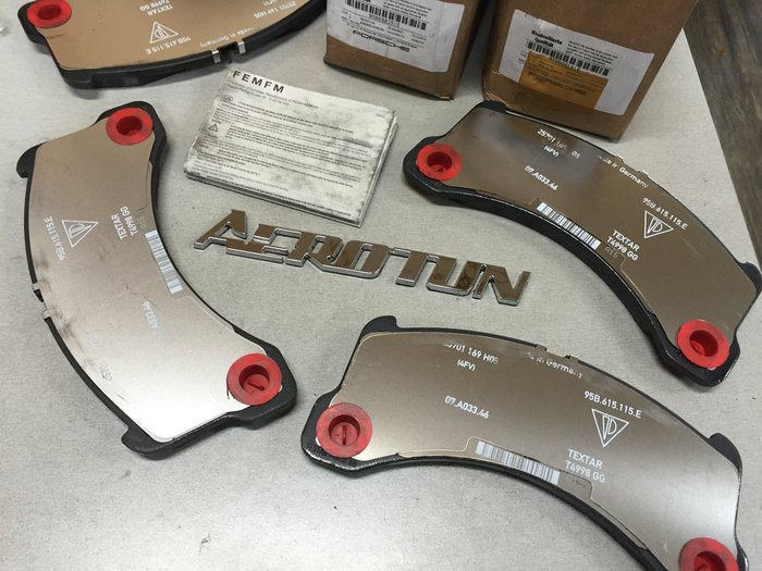 【AEROTUN 】保時捷PORSCHE正原廠  MACAN S3.0T汽柴油 前來令片 料號:95B698151E 。