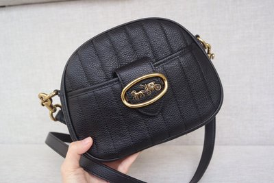 【Woodbury Outlet Coach 旗艦館】COACH 88481 KAT 柔軟牛皮相機包美國代購100%正品