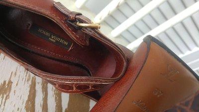 LOUIS VUITTON LV 復古手工木底高跟鞋