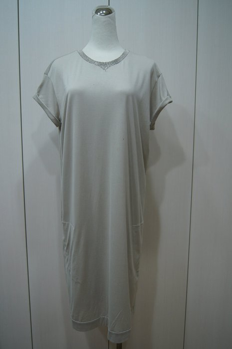 Brunello Cucinelli  銀飾領棉洋裝    原價   54900    特價 8000