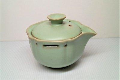 仿汝窯泡茶蓋杯.尺寸:長11.5公分.寬9.3公分.高8.5公分.重量305公克
